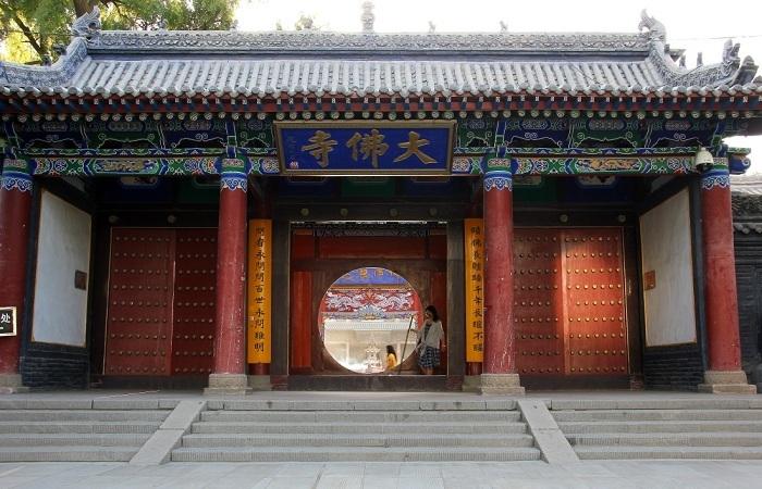 张掖大佛寺:中国现存最大的室内卧佛像