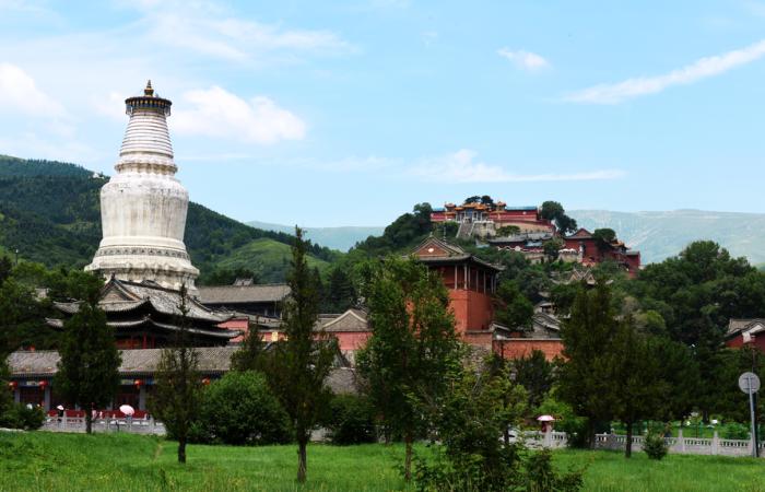 山西古建筑五台山大白塔:四大佛教圣地之首的标志