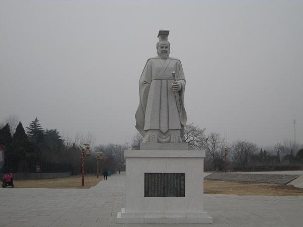 汉光武帝雕像