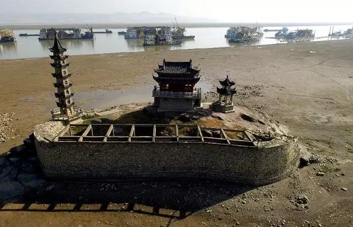 落星墩:一年只出現一次的水中古建筑
