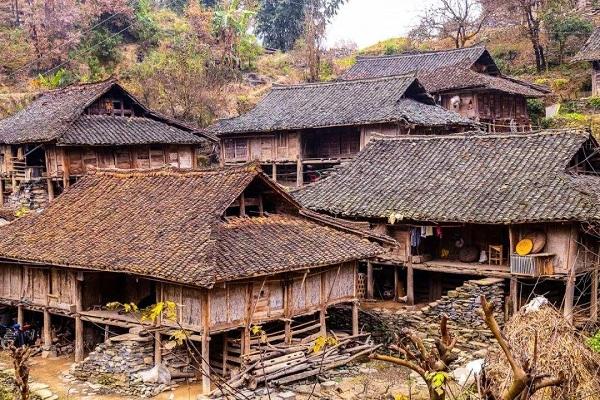 布依族民居建筑·吊脚楼