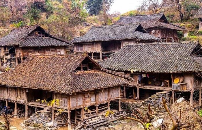 浅谈布依族的三种特色民居建筑