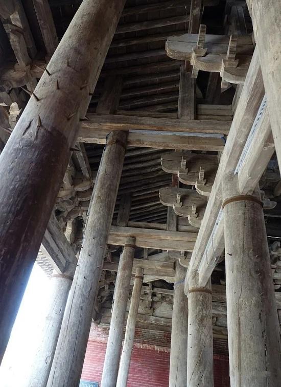 万荣飞云楼木柱上的铁钉