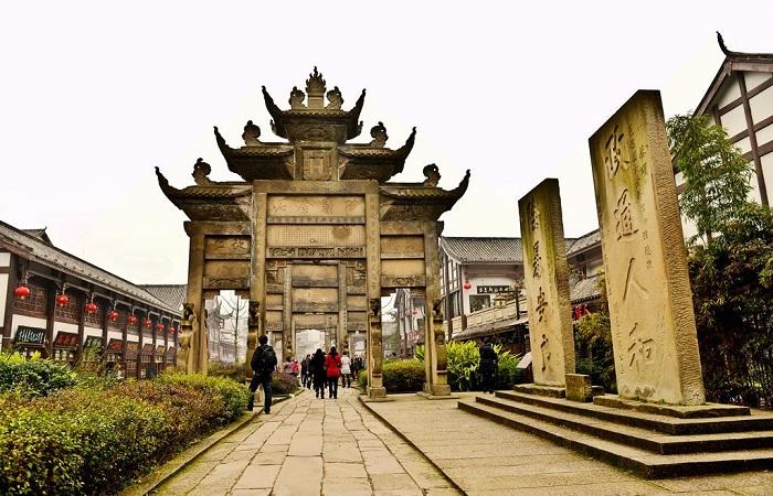 隆昌石牌坊:传承一座城市的灵魂
