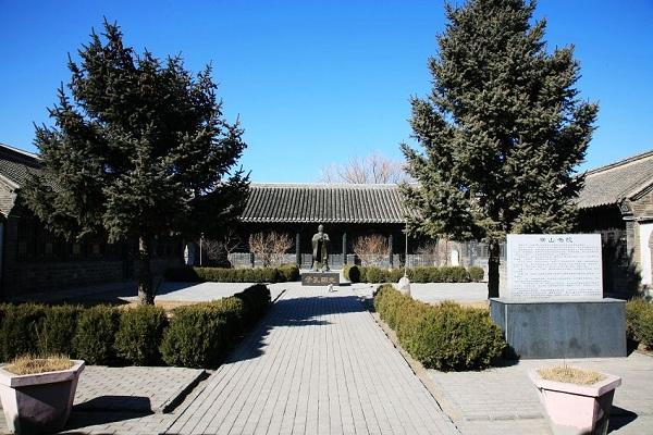 横山书院孔子塑像