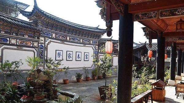云南白族民居建筑:三坊一照壁和四合五天井