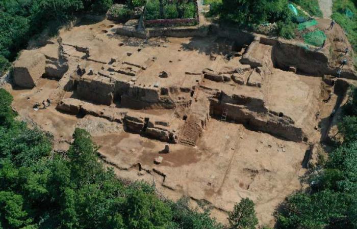 西安华清宫发现保存完整唐代高台建筑遗址