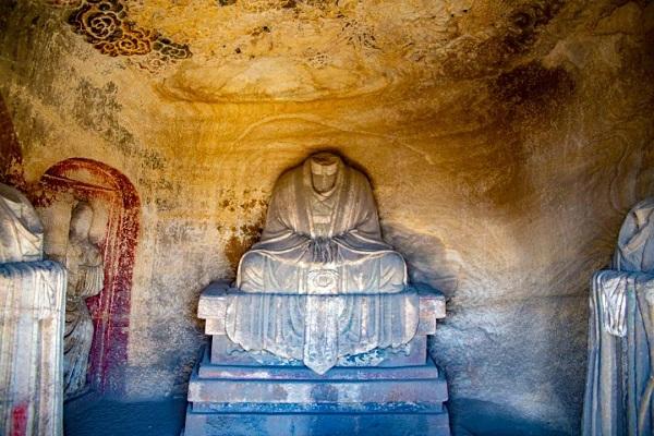 龙山石窟·卧如龛