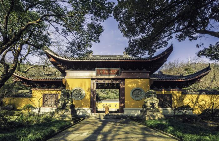 浅谈中国佛教寺院的建筑布局及参拜顺序