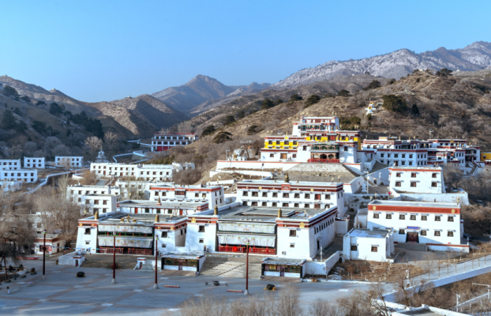 中国藏传佛教寺院建筑的特征有哪些?