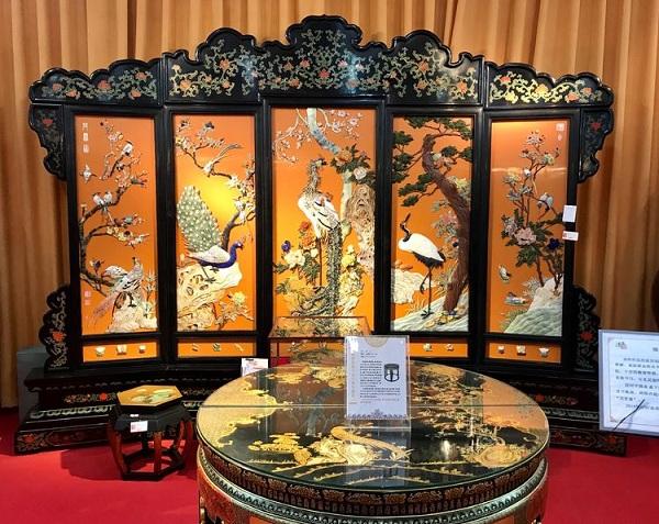 金漆镶嵌五扇屏风
