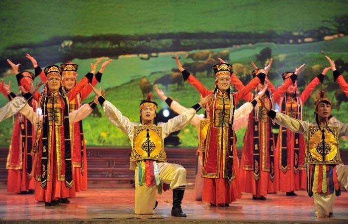 """乌兰牧骑对""""非遗""""传承的赋能与创新"""