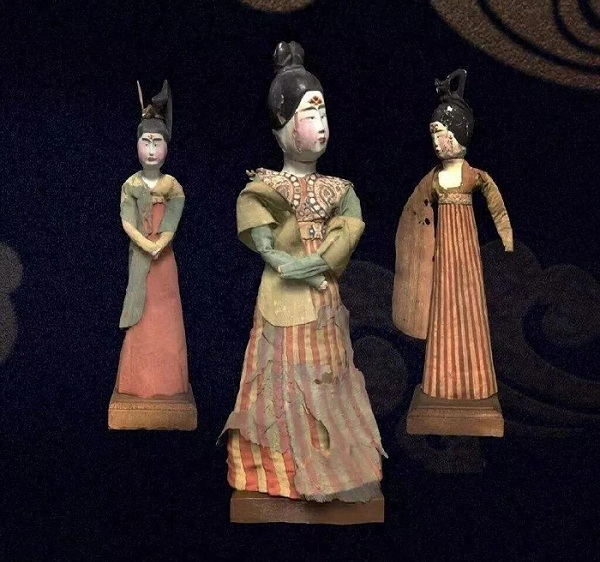 绢衣彩绘木俑