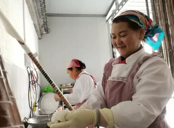 李沛和:从残疾人到非遗传承人,20多年她专注一件事