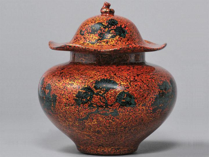 甘而可作品-《菠萝漆荷叶盖罐》