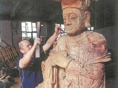 庄平章:州市木雕非遗传承人,匠心独具细雕琢!