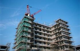 建筑行业二建和中级职称,考哪个更好?