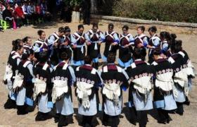 纳西族服饰的智慧:女人为什么会披张青蛙羊皮